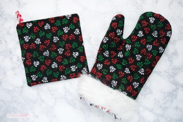 Christmas oven mitt-1